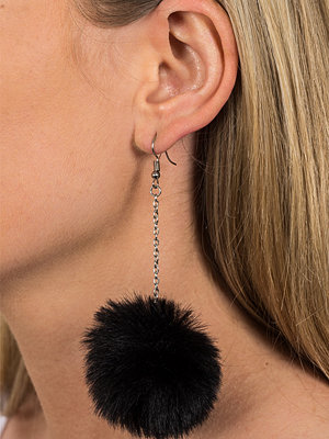 Gina Tricot örhängen Black Fluffy Pom Pom Earrings