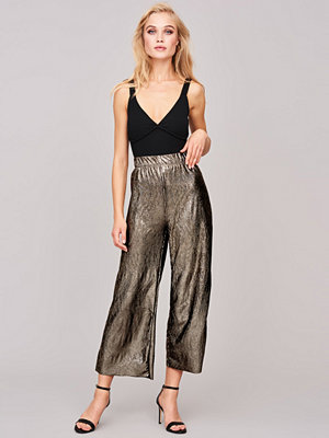 Gina Tricot omönstrade byxor Samira pleated trousers