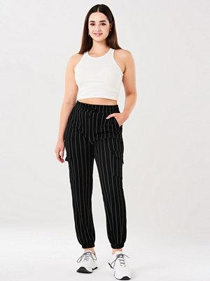 Gina Tricot svarta randiga byxor Clara cargo trousers