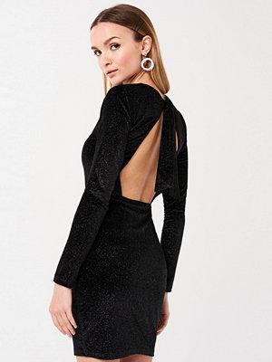 Gina Tricot Laila klänning med öppen rygg
