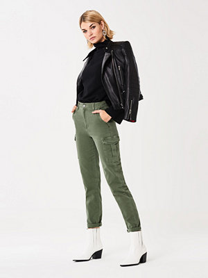 Gina Tricot omönstrade byxor Olivia cargo jeans