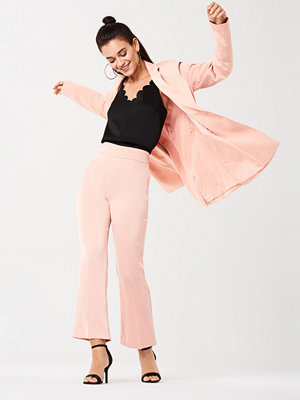 Gina Tricot omönstrade byxor Tina satin flare trousers