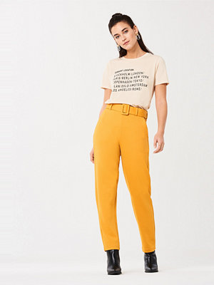 Gina Tricot omönstrade byxor Hedvig belted trousers