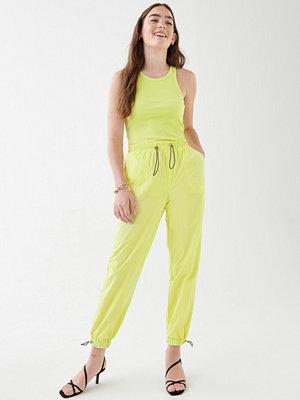 Gina Tricot limegröna byxor Nikki trousers