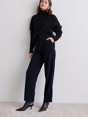 Gina Tricot svarta byxor Laura corduroy trousers
