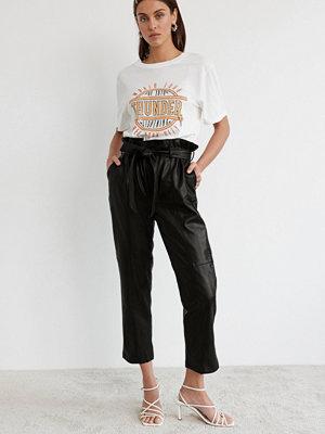 Gina Tricot svarta byxor Rebecca belted PU trousers