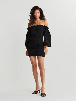 Gina Tricot Odette off shoulder dress