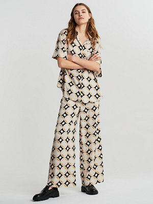 Gina Tricot mönstrade byxor Disa satin trousers