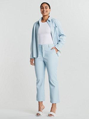 Gina Tricot ljusgrå byxor Lisa PU trousers