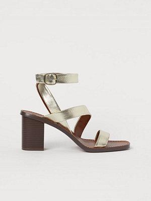 H&M Skimrande sandaletter guld