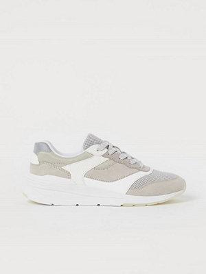 H&M Sneakers i mesh grå