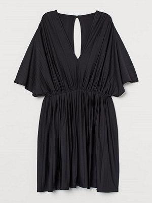 H&M Plisserad trikåklänning svart