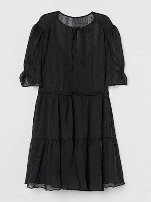 H&M Krinklad klänning svart