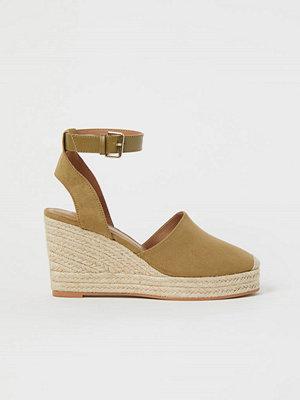 Pumps & klackskor - H&M Sandaletter med kilklack beige