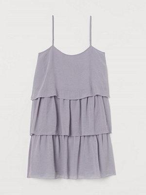 H&M Kort volangklänning lila