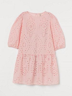 H&M Hålbroderad klänning rosa