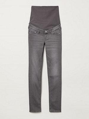 H&M MAMA Skinny Jeans grå