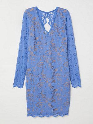 H&M Figurnära spetsklänning blå