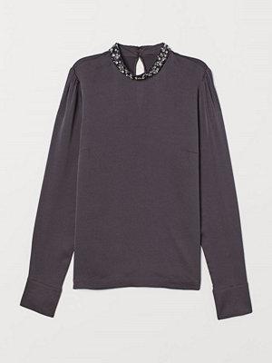 H&M Blus med applikation grå