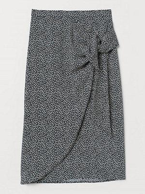 H&M Draperad omlottkjol svart