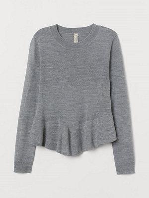 H&M Stickad tröja med peplum grå