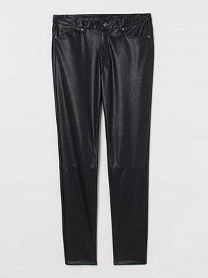 H&M Byxa i läderimitation svart