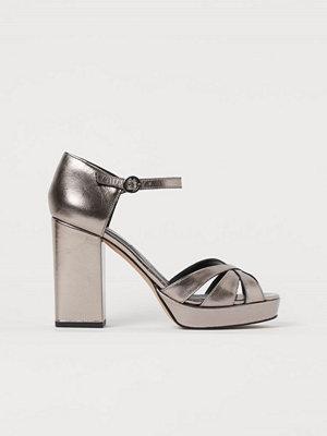H&M Platåsandaletter i läder silver