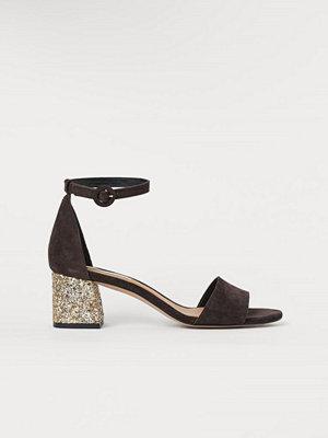 Pumps & klackskor - H&M Sandaletter i mocka svart