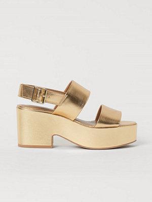 Pumps & klackskor - H&M Skimrande sandaletter guld