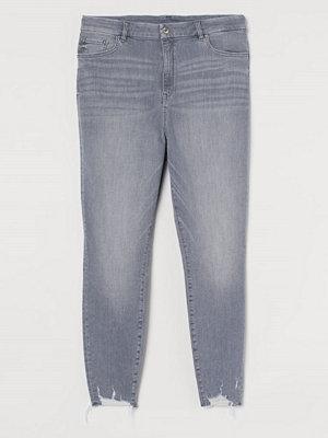 Jeans - H&M H & M+ Embrace Shape Ankle Jeans grå