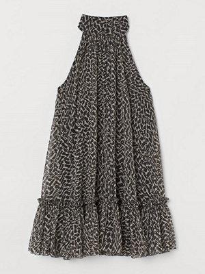 H&M A-linjeskuren chiffongklänning grå