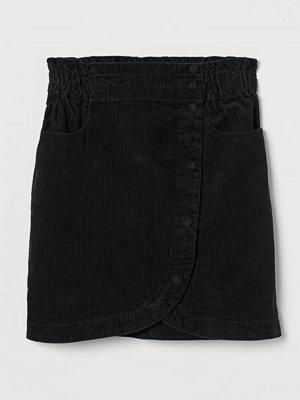H&M Kort manchesterkjol svart