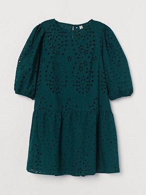 H&M Hålbroderad klänning grön