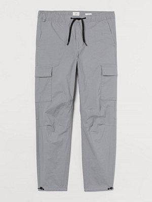 H&M Cargobyxa Regular Fit grå