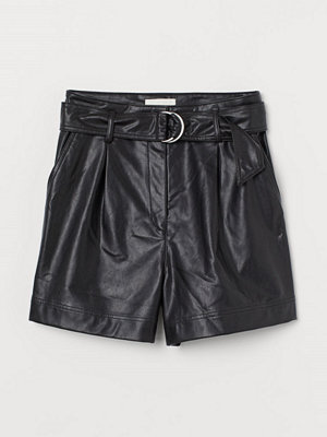 H&M Shorts i läderimitation svart