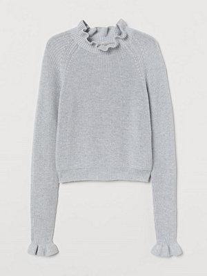 H&M Ribbstickad tröja med volang grå