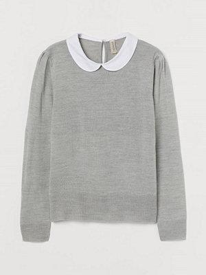 H&M Finstickad tröja med krage grå