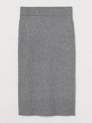 H&M Stickad kjol grå