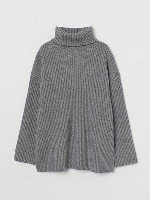 H&M Ribbstickad polotröja grå