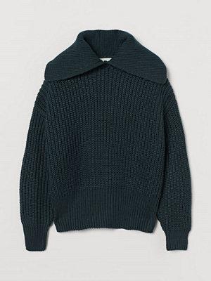 H&M Ribbstickad tröja med krage grön