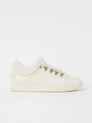 H&M Pilefodrade sneakers vit