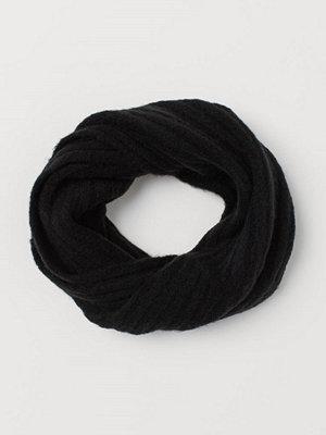 Halsdukar & scarves - H&M Ribbstickad tubhalsduk svart