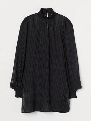 H&M Plisserad klänning svart