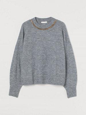 H&M Stickad tröja med kedja grå