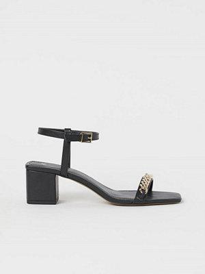 H&M Sandaletter med kedja svart