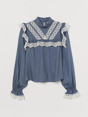H&M Blus med spetsband blå
