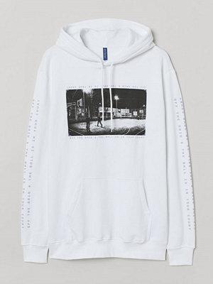 Street & luvtröjor - H&M Huvtröja med motiv vit