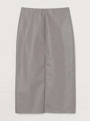 H&M Pennkjol i läderimitation grå