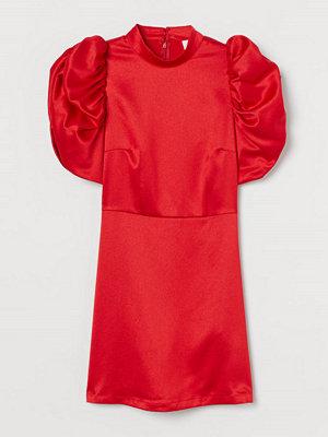 H&M Satinklänning med puffärm röd