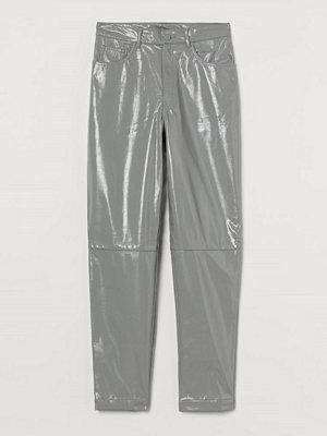 H&M Byxa i läderimitation grå byxor